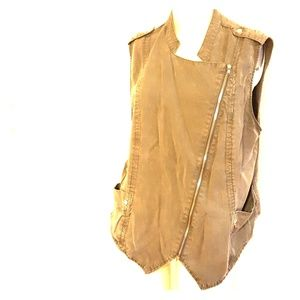 Mossimo olive green vest in XL
